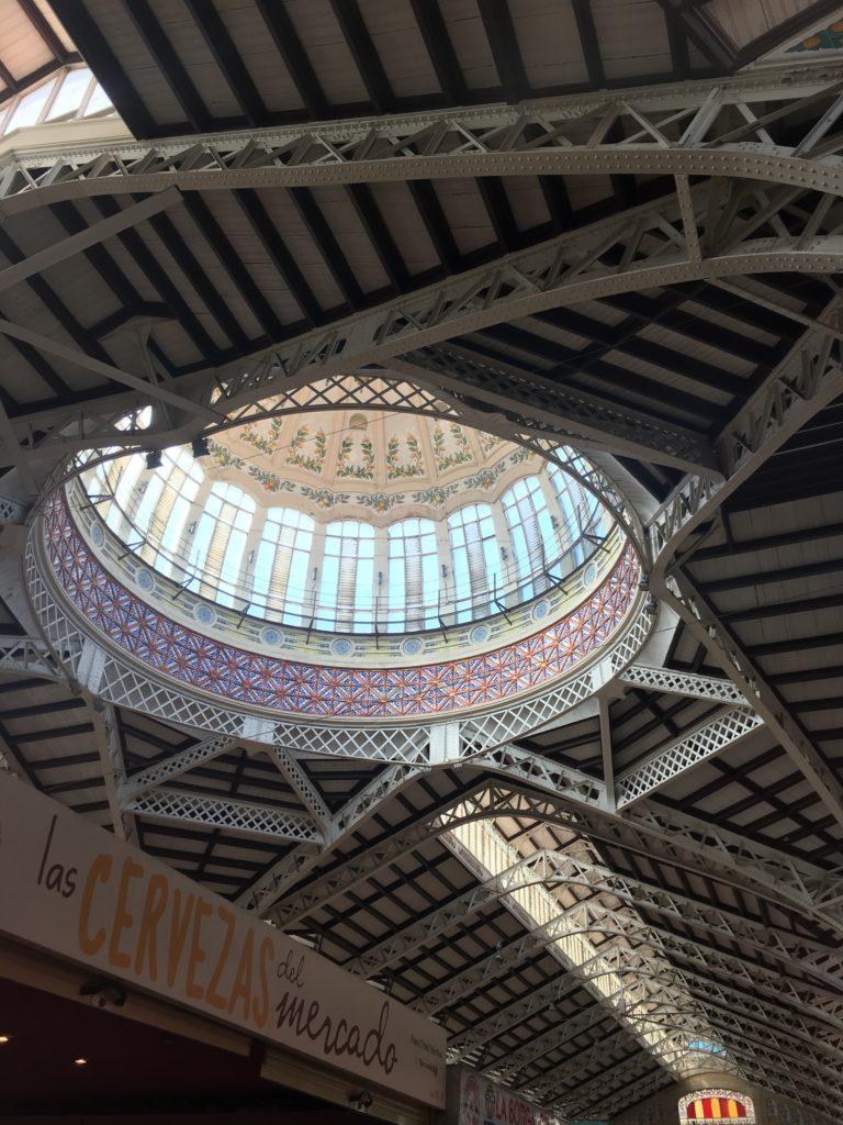 Das Dach der Markthalle von Valencia