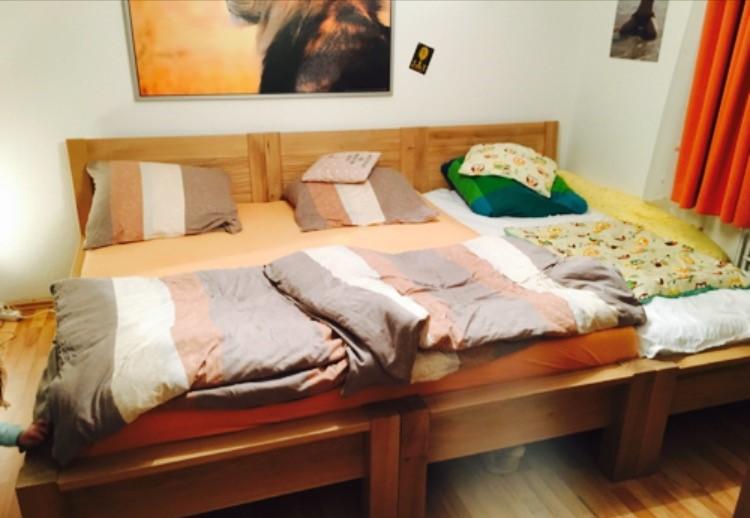 Kinderschlaf im XXL-Familienbett