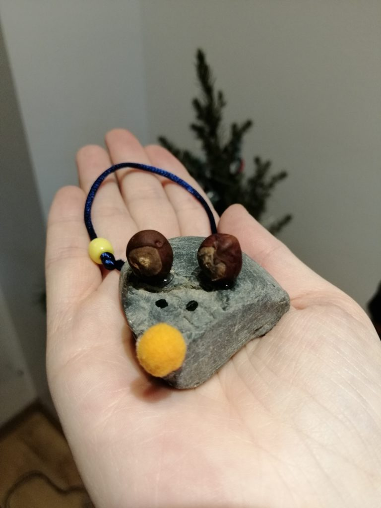 Maus aus Steinen basteln mit Kindern