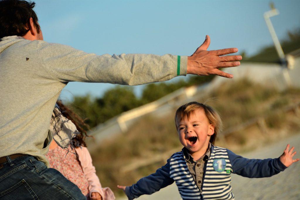 Positive Kommunikation - fröhliche Kinder