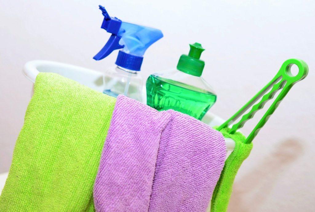 Wohnung kindersicher machen - Schränke sichern